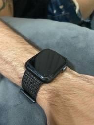 Apple Watch 4, 44.