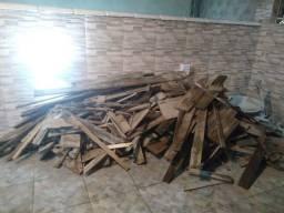 Sobra de madeira, tábuas, obra