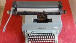 Relíquia!Máquina de escrever Olivetti 98 toda Original!