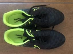 Chuteira Nike tamanho 43