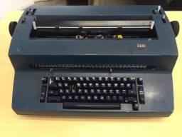 Máquina de escrever elétrica IBM modelo 82C