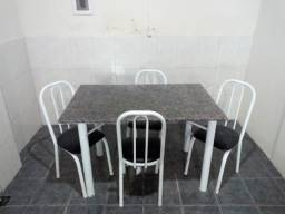 Mesa de tampo de mármore