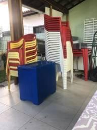 Cadeiras e mesas plástico