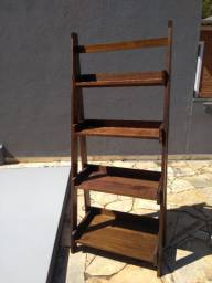 Estante de madeira  para livros