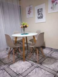 Conjunto de mesa com cadeiras Eaifel novos !