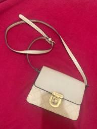 Bolsa off white semi nova, prática, combina com tudo