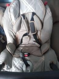 Título do anúncio: Cadeirinha de bebê Burigotto para automóveis