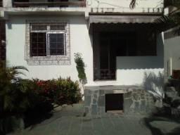 Título do anúncio: Casa ampla 2/4 (uma suíte) em Itapuã com bastante área externa.