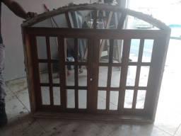 Vendo um janela de madeira