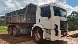 Caminhão Volks 24.250 trucado caçamba