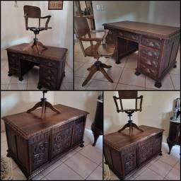 Conjunto escrivaninha pata de leão/ cadeira xerife