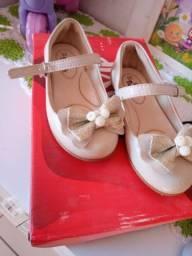 Vendo calçado de menina número 24 e 25