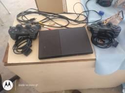 Vendo vídeo game PS2 com 2 controles semi-novo eu tô vendendo ele por 400