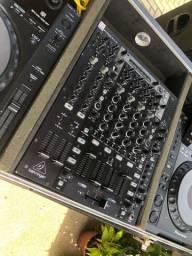 Mixer Behringer NOX 606 - R$ 950,00