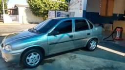 Vendo ou troco Corsa Sedan (Ar Condicionado) - 2005