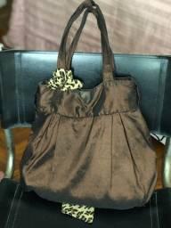 Bolsa cor vinho tecido acetinado com lenço de onça
