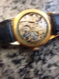 Relógio antigo a corda
