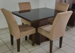Linda mesa com 4 lugares e vidro preto