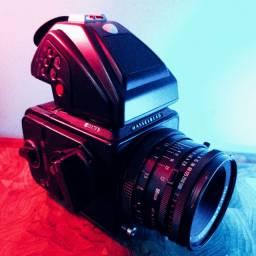 Câmera Médio Formato Hasselblad 501 cm + Zeiss Planar 80mm f2.8 T* + Prisma PME45