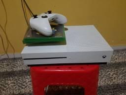 Xbox One S + 3 jogos
