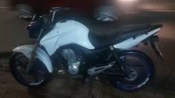 Vende-se Titan 150 2014