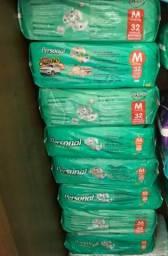 Vende-se,8 pacotes de fraldas com 32 unidades cada um,20,00 reais cada unidade