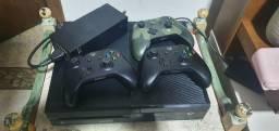 xbox one 500 gb +3 controles + 1 Kinect + 4 jogos