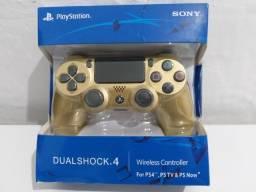Título do anúncio: Controle Playstation 4 Sony Dourado.