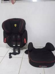 Título do anúncio: Cadeira com assento removível Ferrari dois capacetes vermelho e preto para venda.