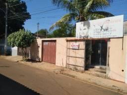 Casa com Sala comercial no bairro Jardim Sayonara