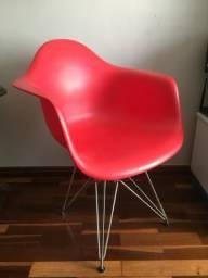 Cadeira Eiffell Eames com braço