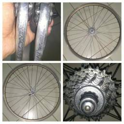 Oportunidade: Conjunto STI e rodas Campagnolo