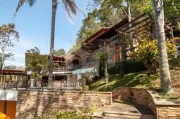 Linda casa em condomínio em Secretário, distrito de Itaipava-RJ