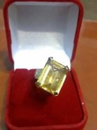Anel citrino e diamantes em ouro 18kl 750