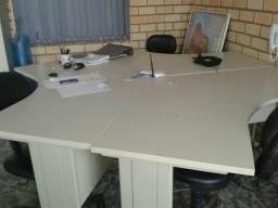 Ilha de mesas para escritorio