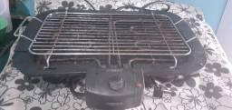 Cilindro e uma churrasqueira elétrica