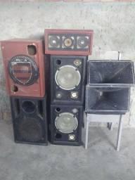 5 caixas caseiras de som  e 2 cornetas funcionando normalmente
