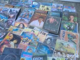 Caixa com 500 DVDs + 50 CDs