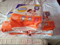 Vende-se 5 pacotes de fraldas pompom