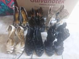 Vendo 6 pares de sapatos em condições de uso.