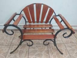 Poutrona de ferro e madeira