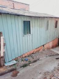 Título do anúncio: Alugo casa de madeira com 2 quarto banheiro, sala , cozinha