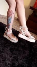 Sandália com 2 maneiras de usar