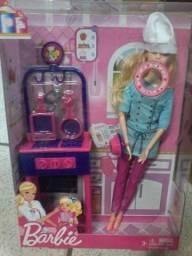 Bonecas barbie na promoçâo