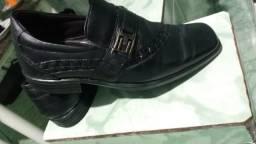 2 Sapatos de Couro, 1 Tênis e 1 Sandália de Couro- Usados em Perfeito Estado