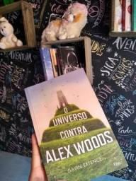"""Livro """"O Universo contra Alex Woods"""""""