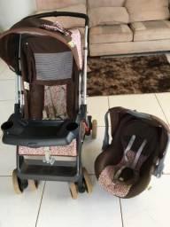 Carrinho e Bebê Conforto Semi Novo de Menina