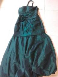 Vende se dois vestidos de festas