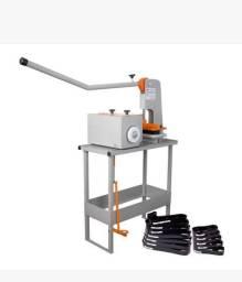 Máquinas de fazer chinelo e de estampar