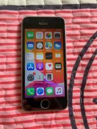 Título do anúncio: IPhone SE 32GB cinza espacial desbloqueado funcionando 100%